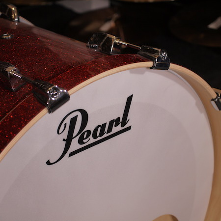 """Pearl Masters Maple Complete 22"""" x 18"""" Bass Drum in Inferno Red Sparkle"""